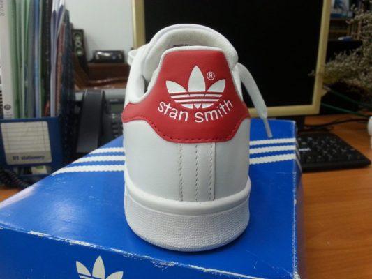 kiểm tra giày adidas chính hãng